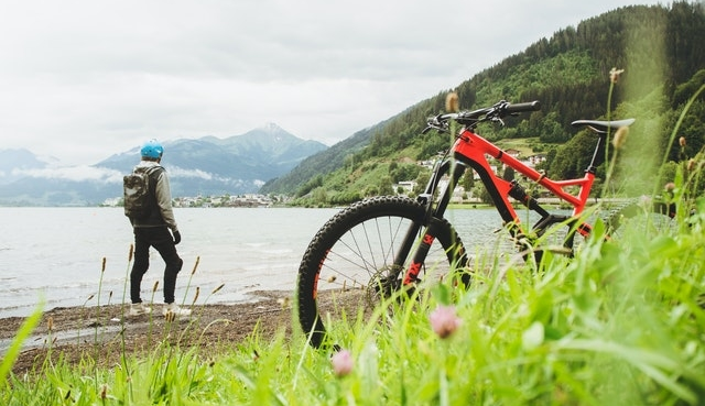 Mountainbiker water
